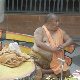 Chiang Mai: Buddhist monk resting