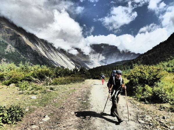 Nomadic boys dans les himalayas à 3200 mètre d'altitude