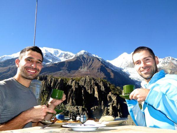 Petit-déjeuner dans le village de Manang avec un super vue sur les Himalayas