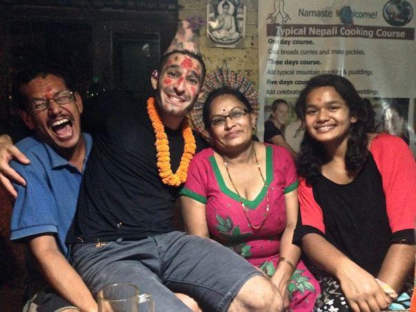 Tikka sur le front, porte chance au Népal