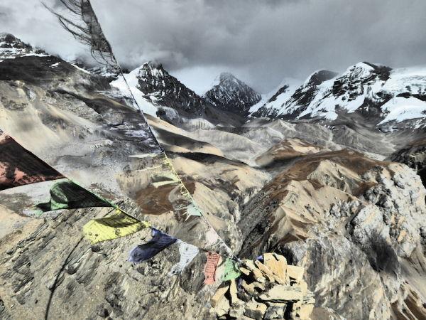 Drapeau de prières dans les Himalayas