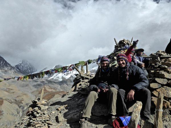 Vue sur les himalayas camp de haute altitude nomadic boys