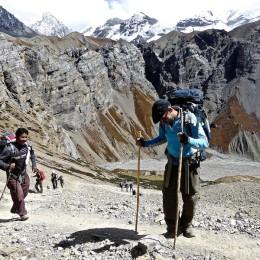 traversée du passage de throng la dans les annapurnas